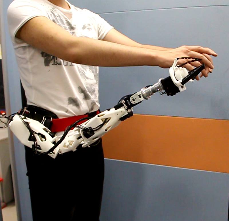 Wearable Robot Arm with Consideration of Weight Reduction and Practicality